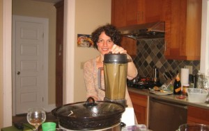 blending a healthy kale and fruit shake
